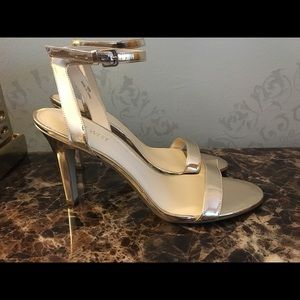 Nine West Heels Gold Size 10